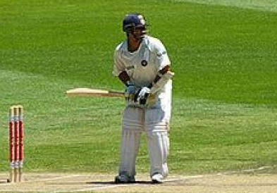 how to hold a cricket bat